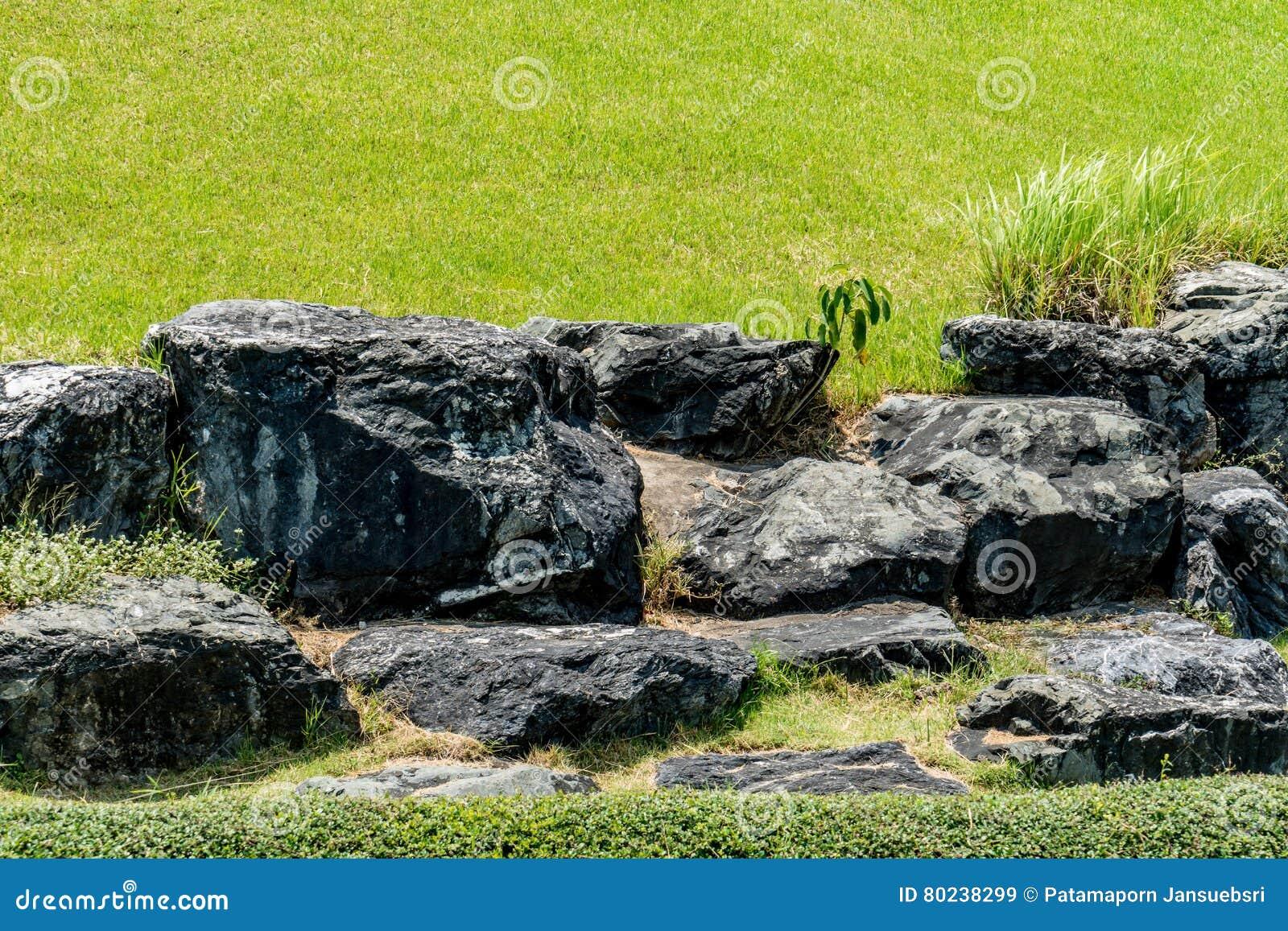 Grosse Steine Im Garten Stockbild Bild Von Nave Park 80238299