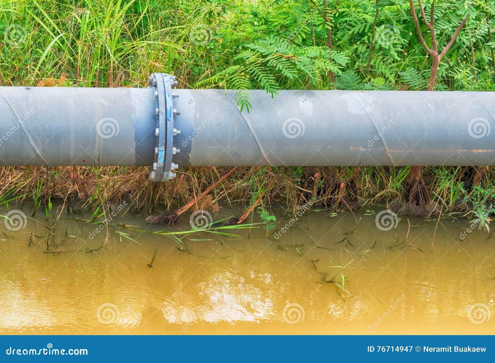 Große Wasserleitung Hergestellt Vom Stahl Stockbild - Bild von rohr ...