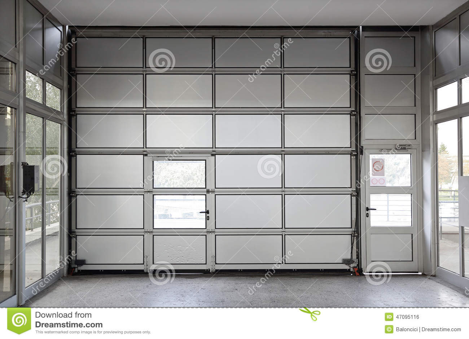 Inspirierend Garagentor Größe Ideen Von Pattern Großer Stockfoto. Bild Von Triell, Gebäude