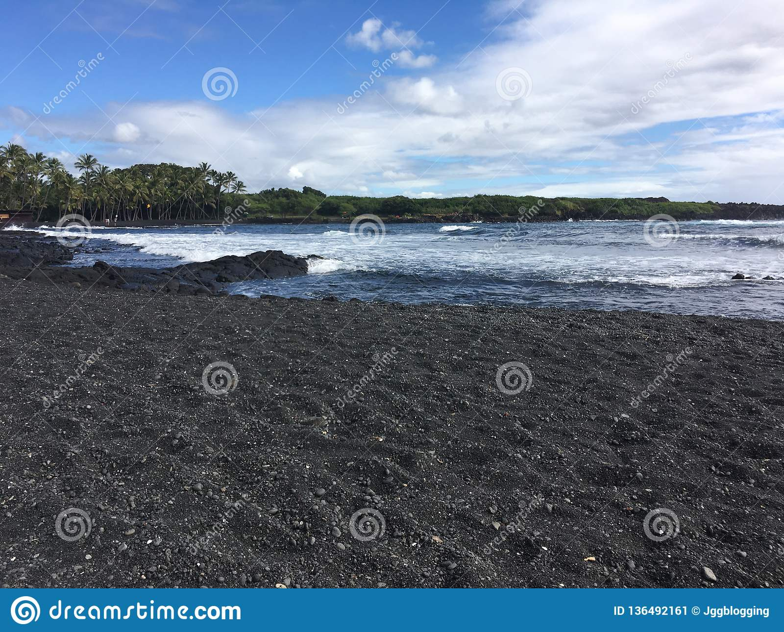 Großer Inselschwarz-Sandstrand