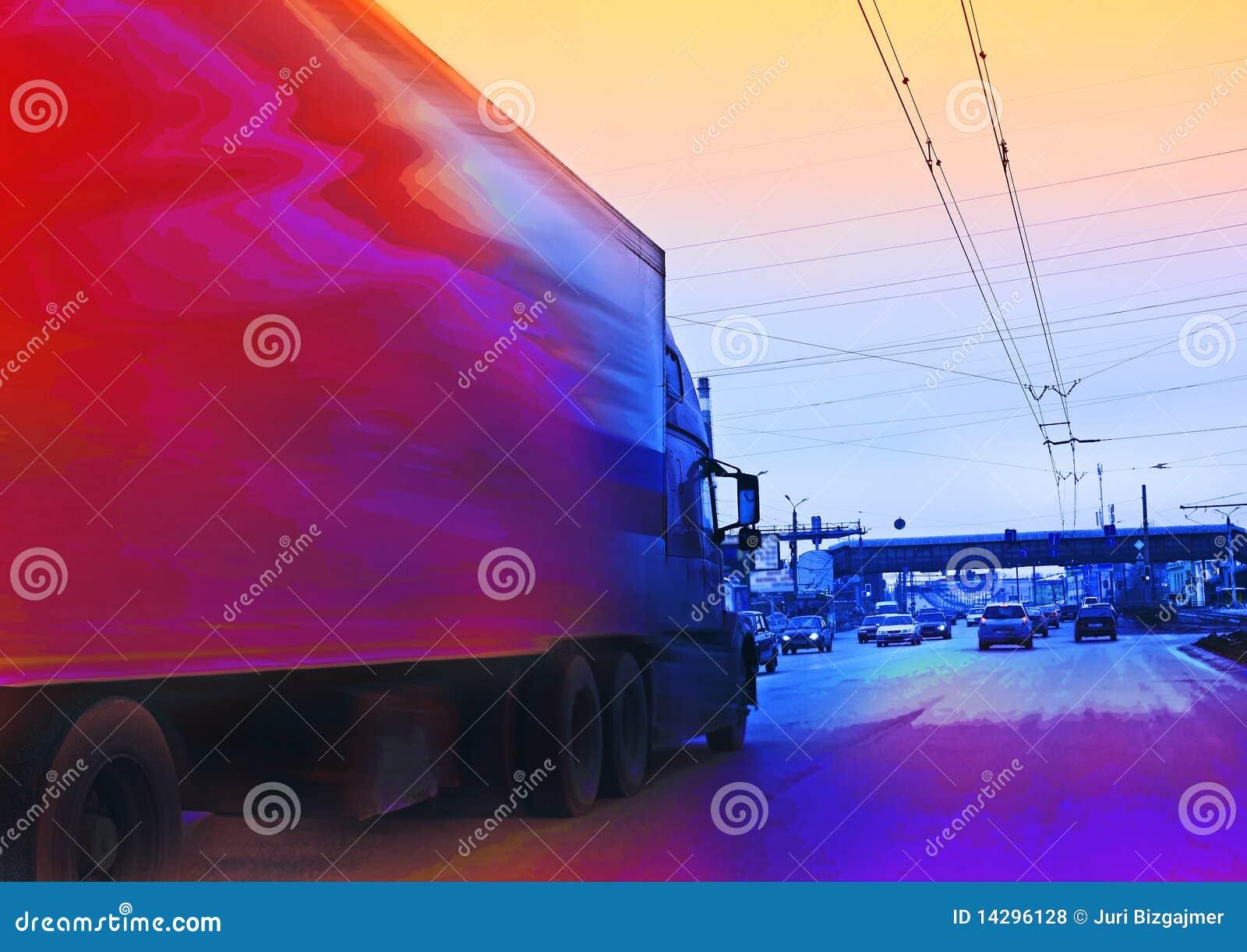 Großer LKW mit Ladung