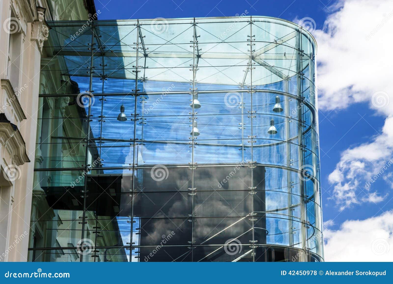 Großer Platz der Glaswand öffentlich