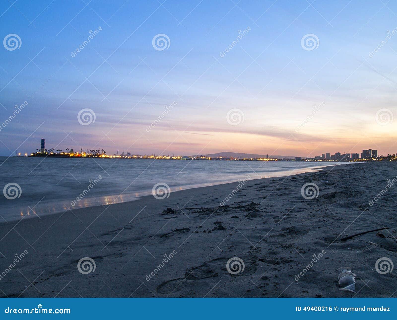 Download Großer Strand-Sonnenuntergang Stockfoto - Bild von meer, sonnenuntergang: 49400216