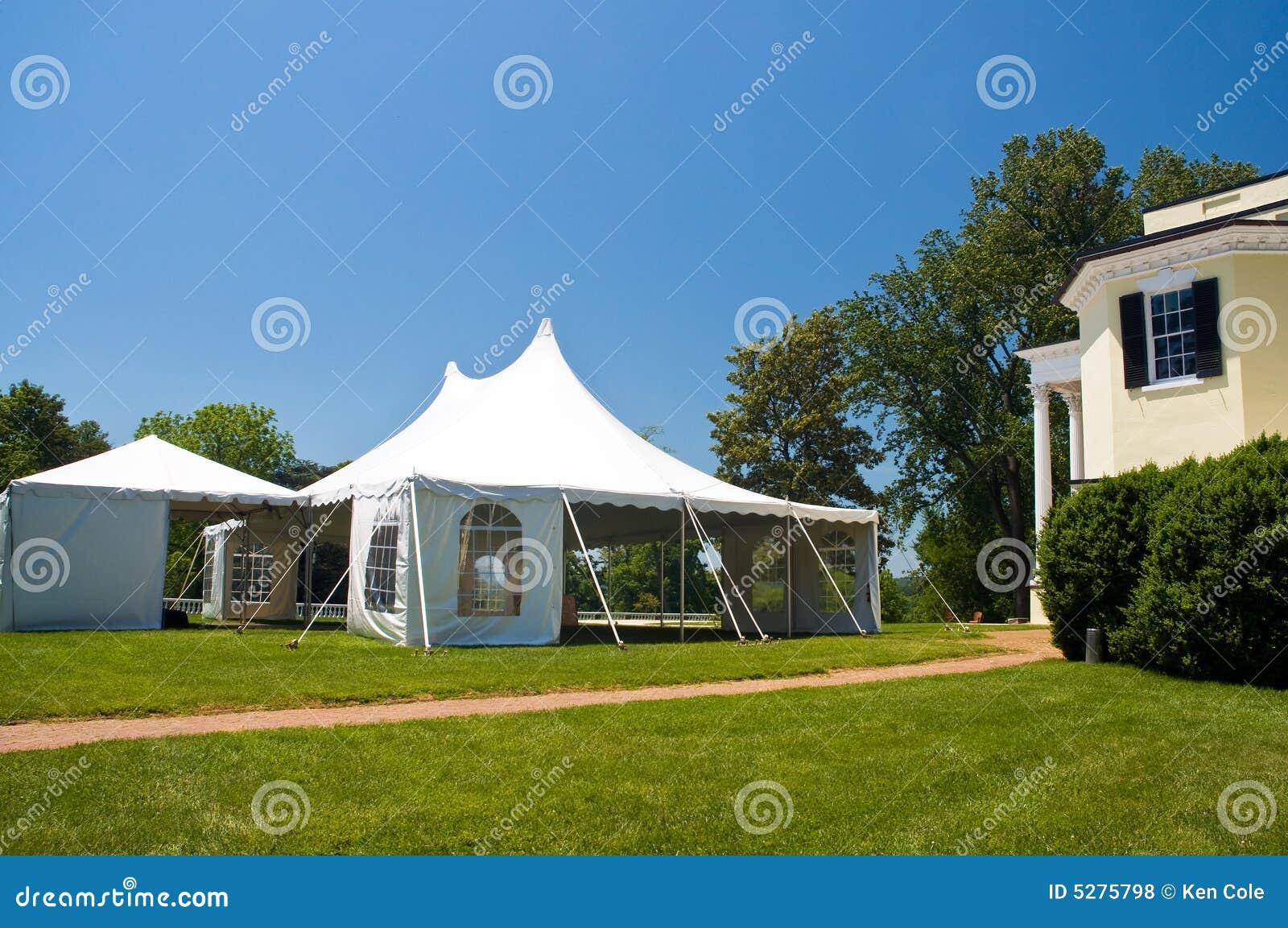 Großes weißes Partyzelt