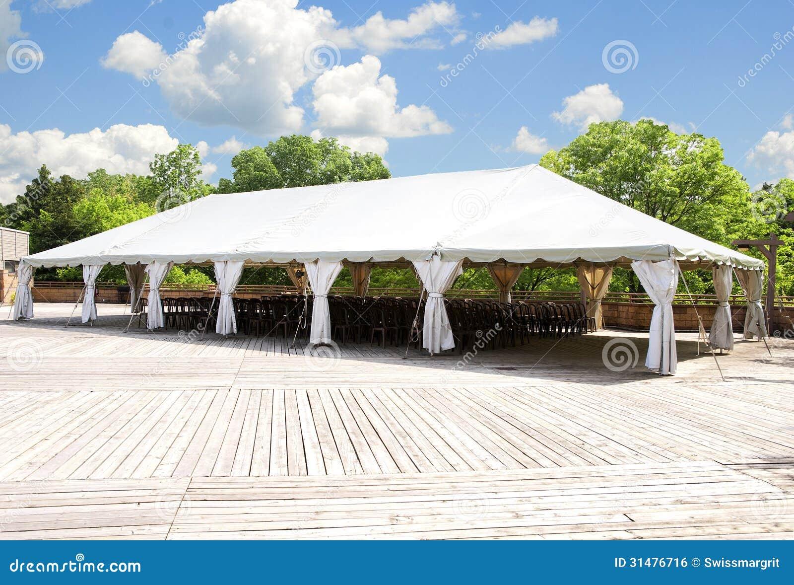Großes weißes Zelt