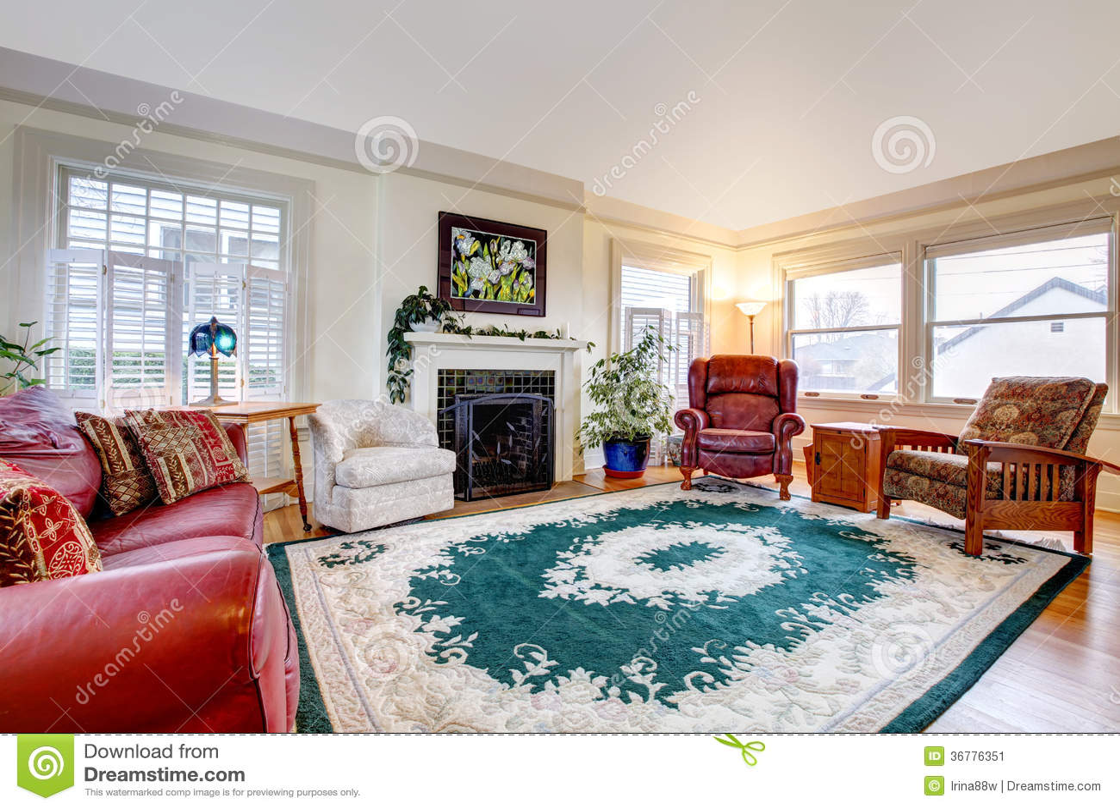 Großes Wohnzimmer Mit Kamin Stockbild - Bild von abbildung ...