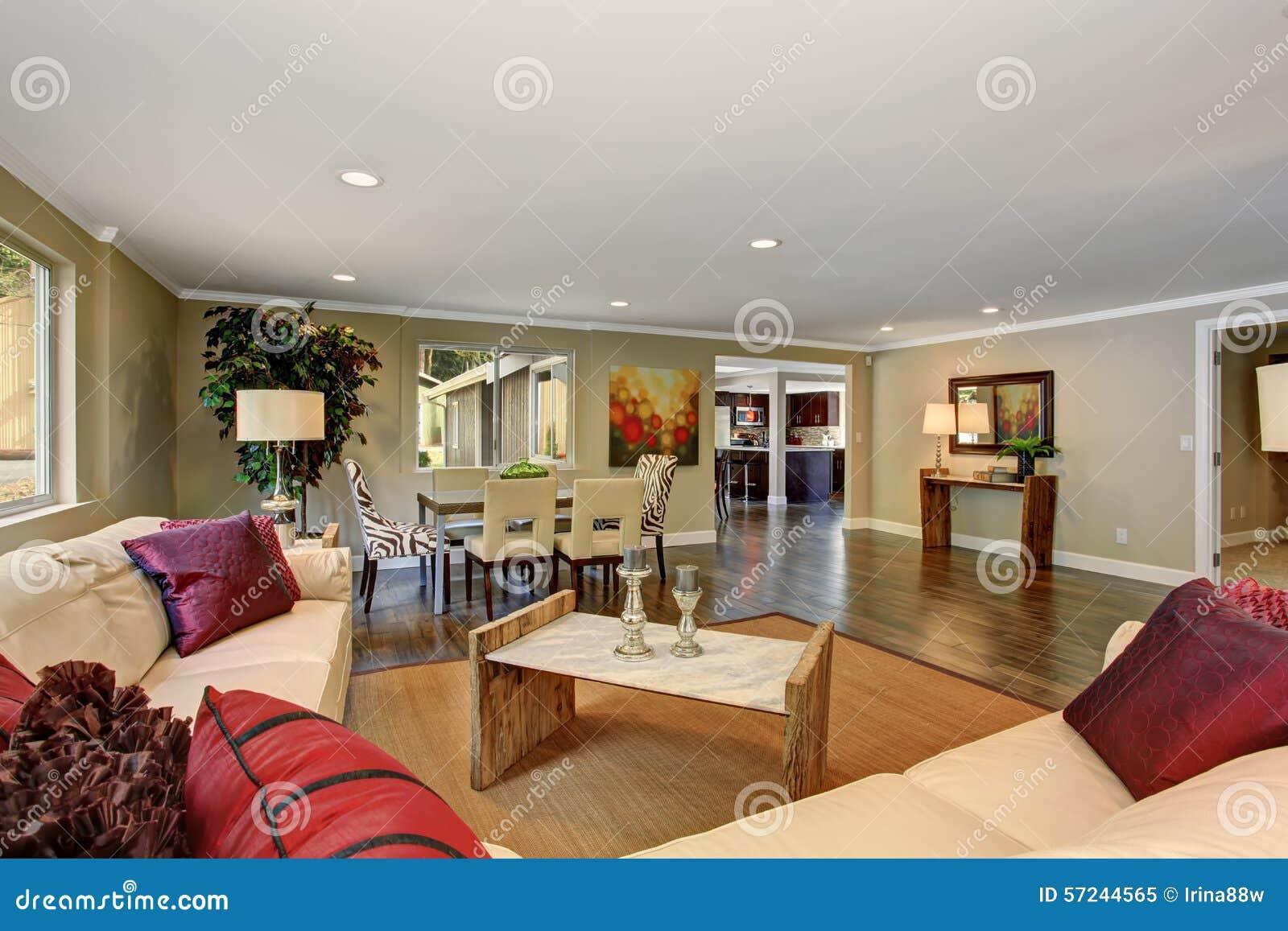 Großes Wohnzimmer Mit Sofas Des Weißen Leders Stockbild - Bild von ...