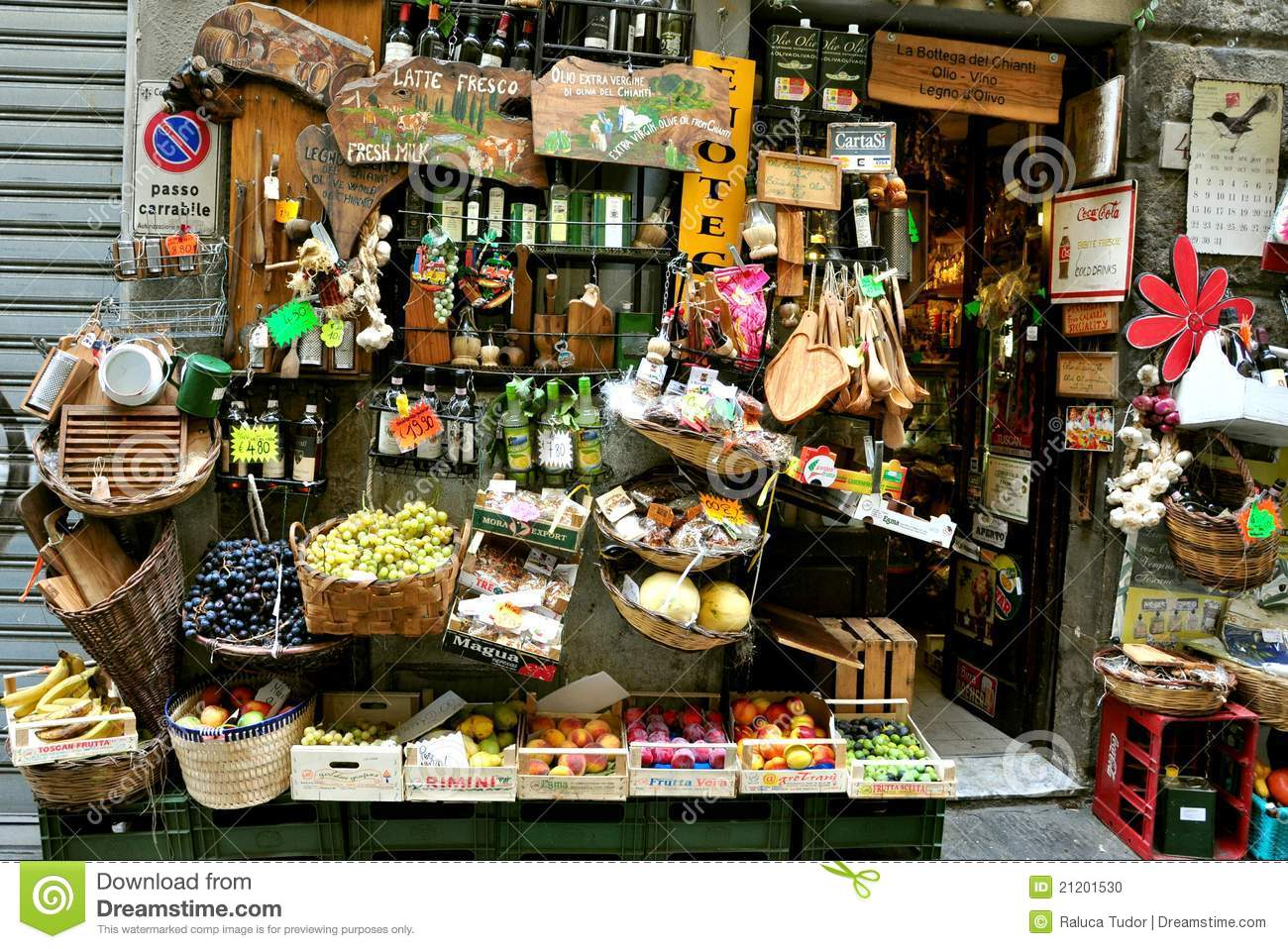Grocery shop in italy editorial image image 21201530 for Dream store firenze