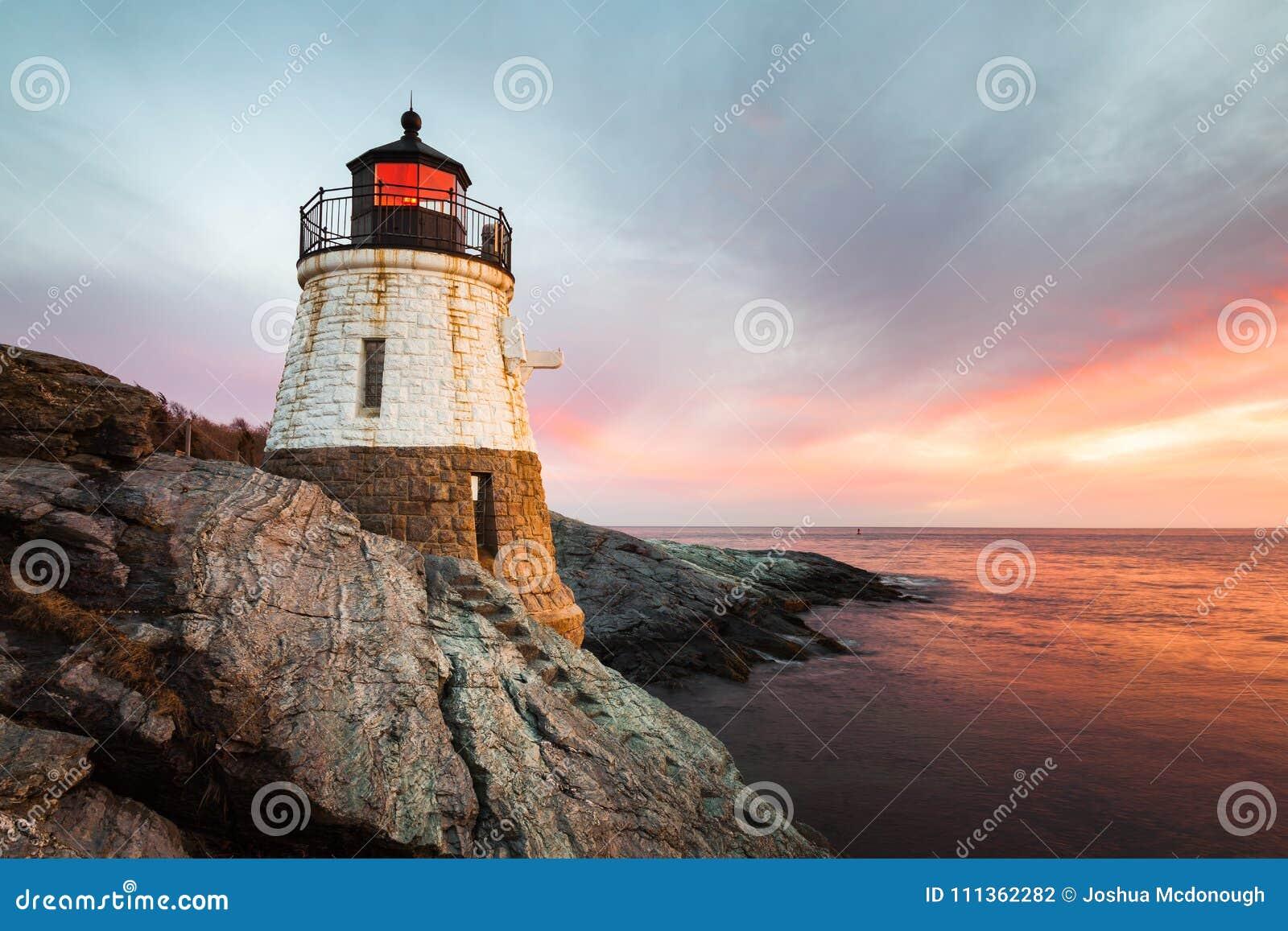 Grodowa wzgórze latarnia morska Newport Rhode - wyspa przy zmierzchem