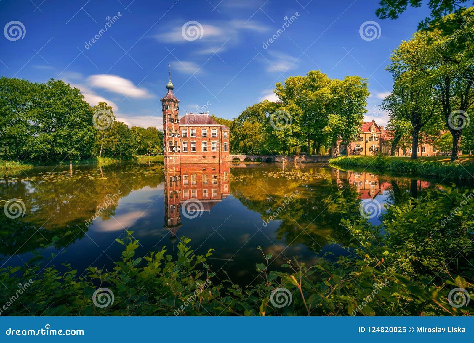 Grodowy Bouvigne i otaczający park w Breda, holandie