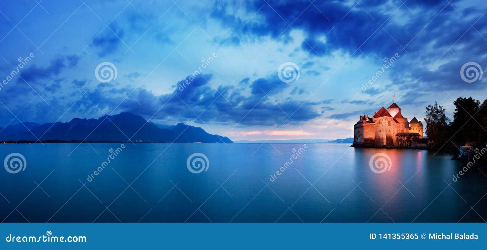 Grodowy chillon Switzerland Montreaux, Jeziorny Geneve, jeden odwiedzony kasztel w szwajcarze