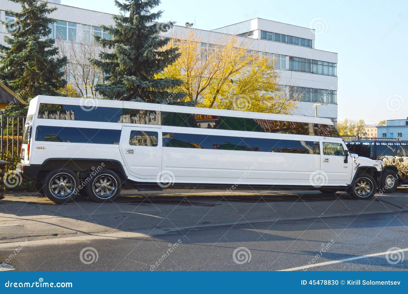 gro e wei e limousine die limousinen f r miete redaktionelles bild bild 45478830. Black Bedroom Furniture Sets. Home Design Ideas