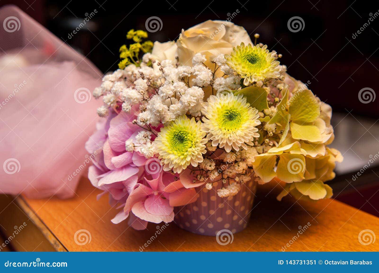 Groen en roze bloemboeket