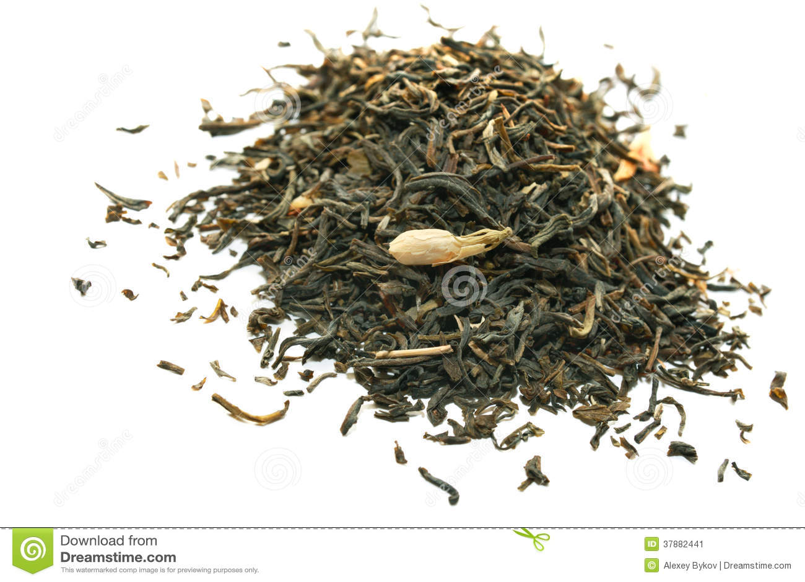 Groene die thee met jasmijn op wit wordt geïsoleerd.