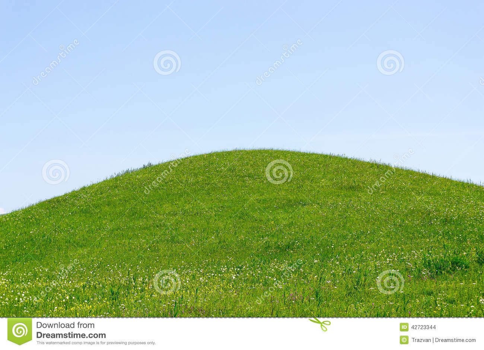 Groene heuvel en hemel