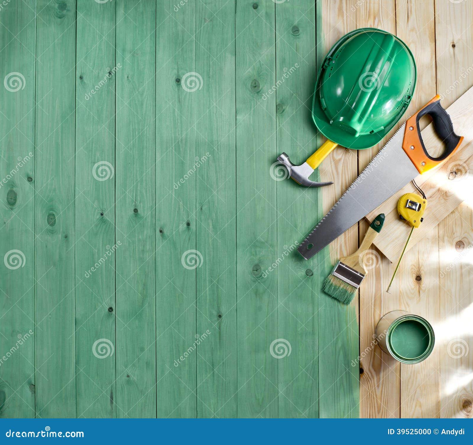Groene houten vloer met een borstel een verf hulpmiddelen en helm stock foto afbeelding - Verf een ingang en een gang ...