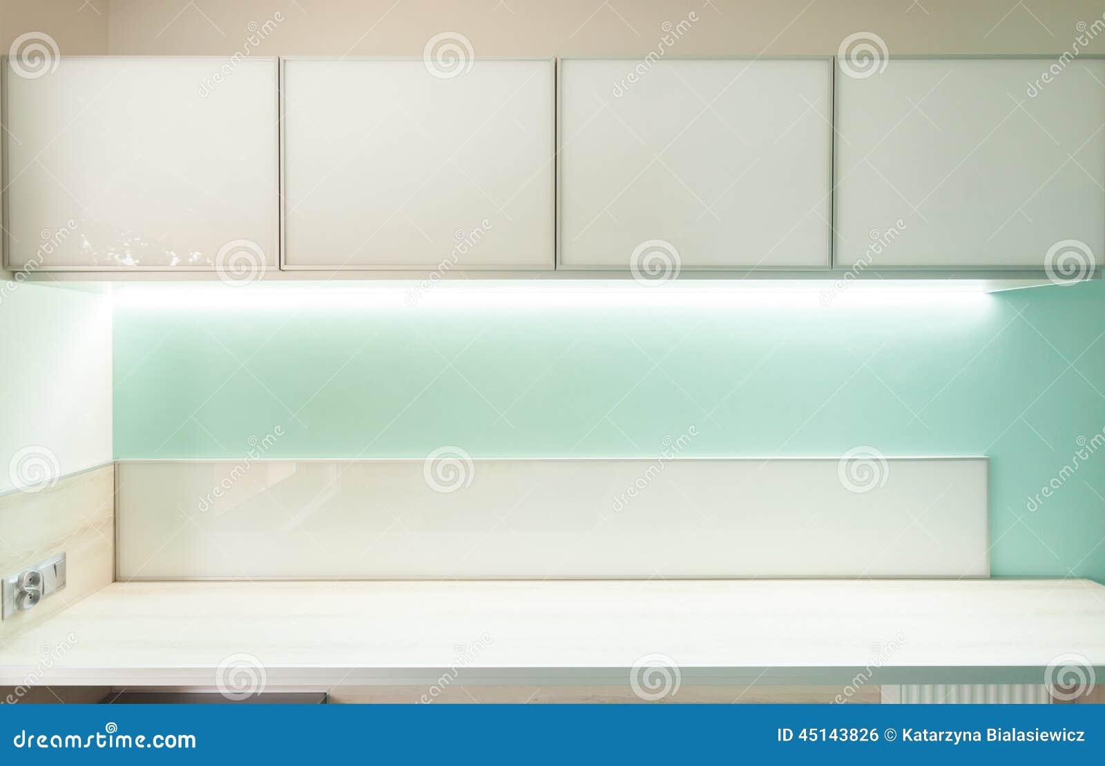 Groene keuken met houten worktop stock foto   afbeelding: 45143826