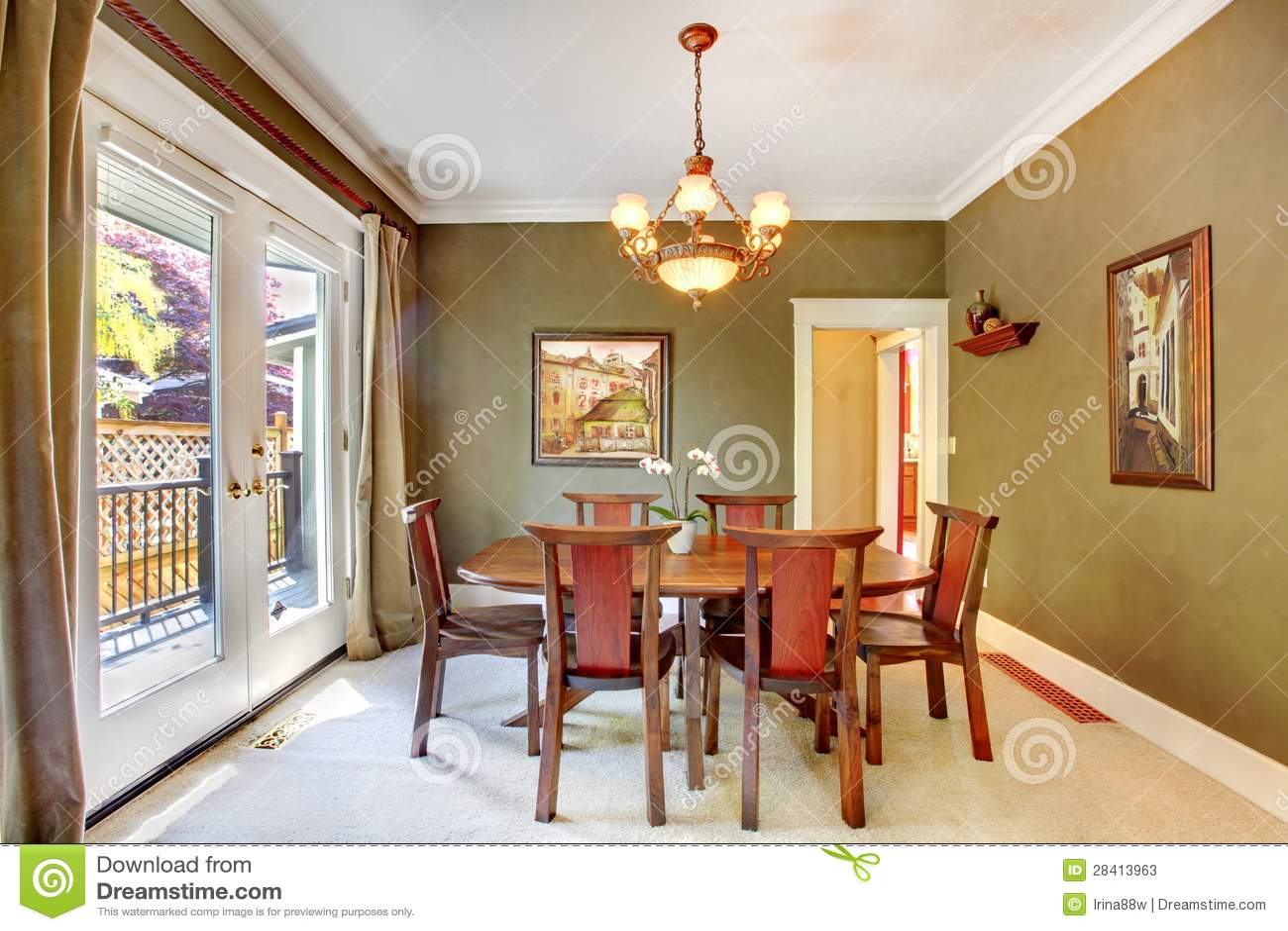 Groene klassieke eetkamer met kunst en grote deur stock foto 39 s afbeelding 28413963 - Grote eetkamer ...