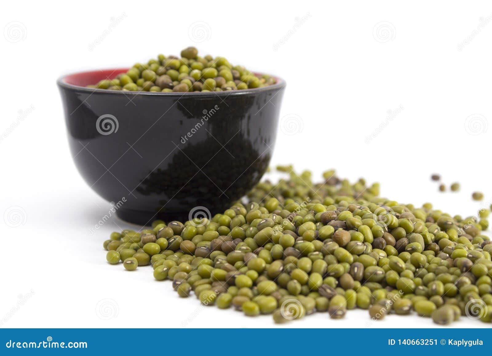 Groene mung bonen in een kom