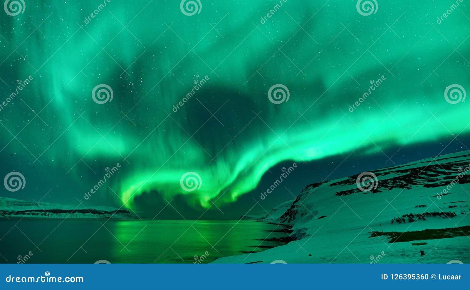 Groene Noordelijke Lichten in IJsland
