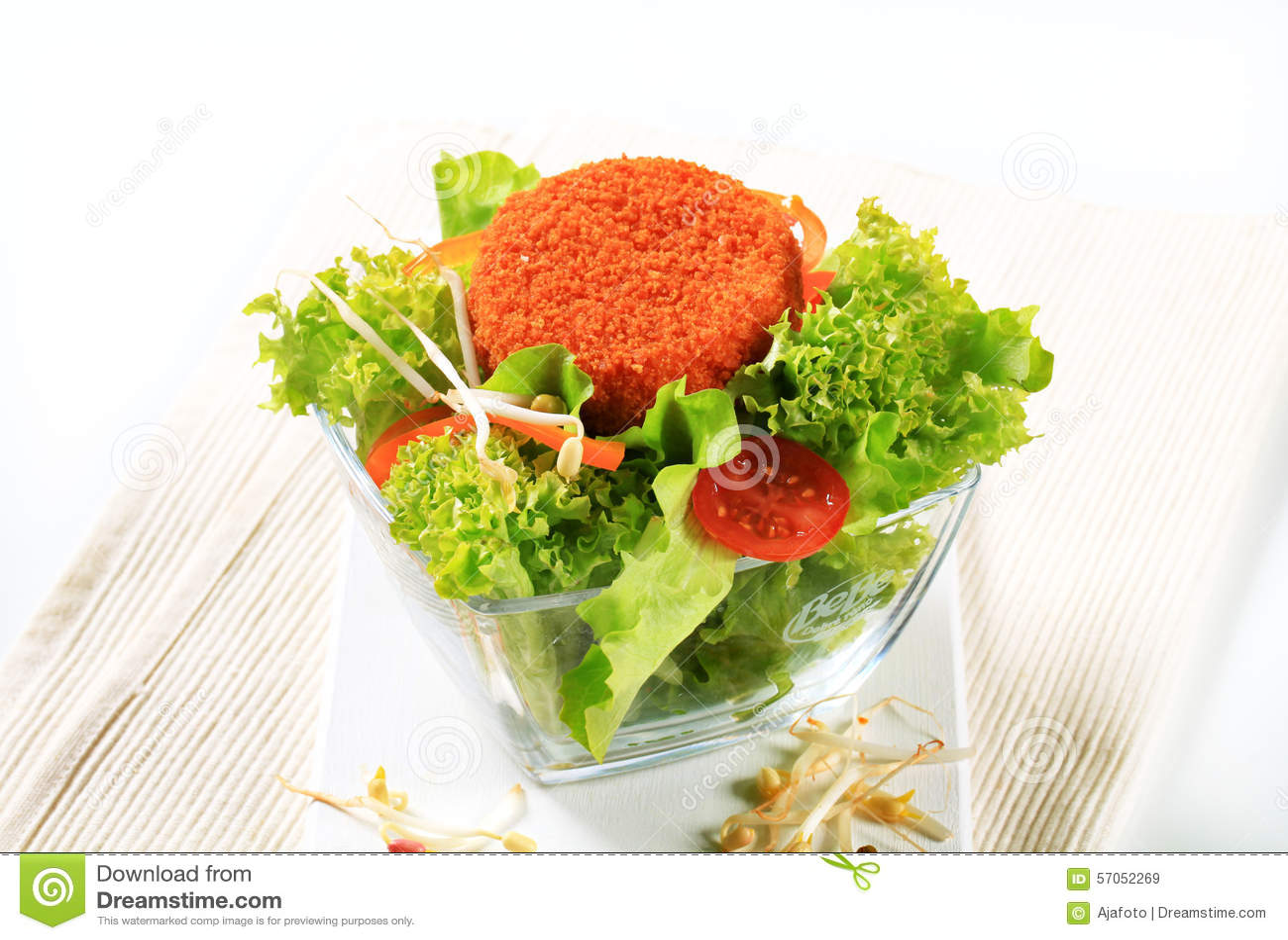 Groene salade met gebraden kaas