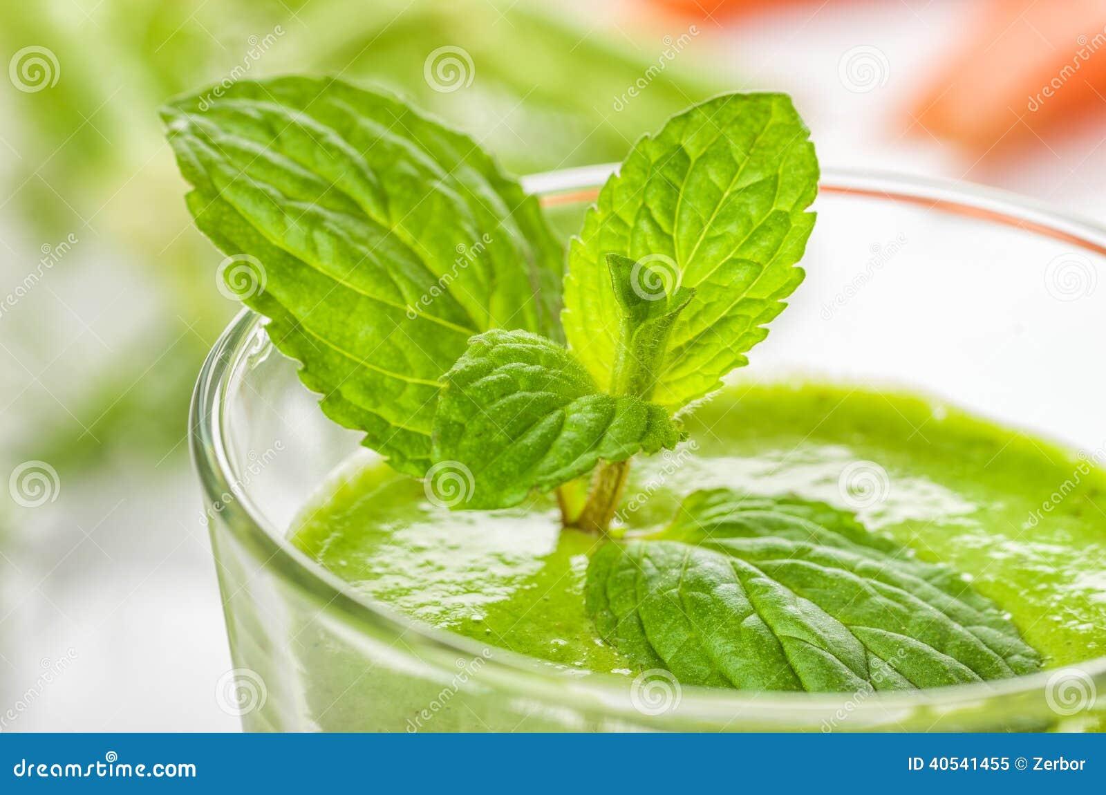 Groene smoothie met munt