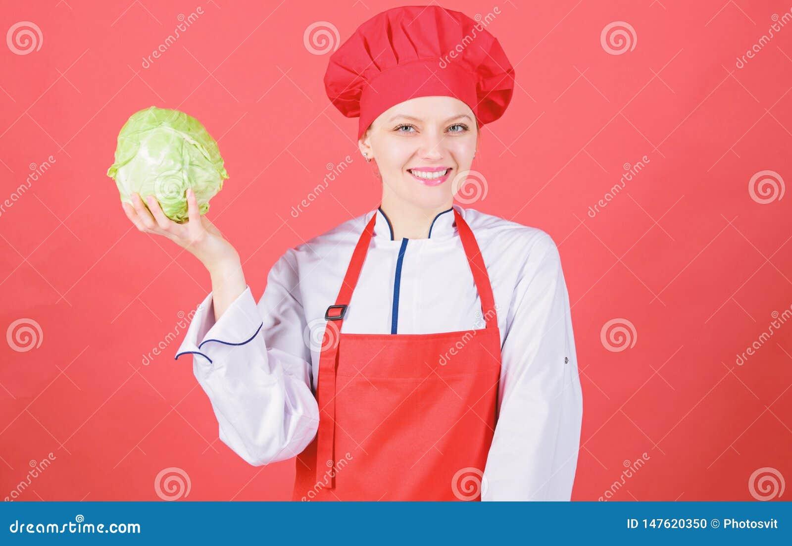 Groente van de de greep gehele kool van de vrouwen de professionele chef-kok Gezond vegetarisch recepteningredi?nt Gezond ruw voe