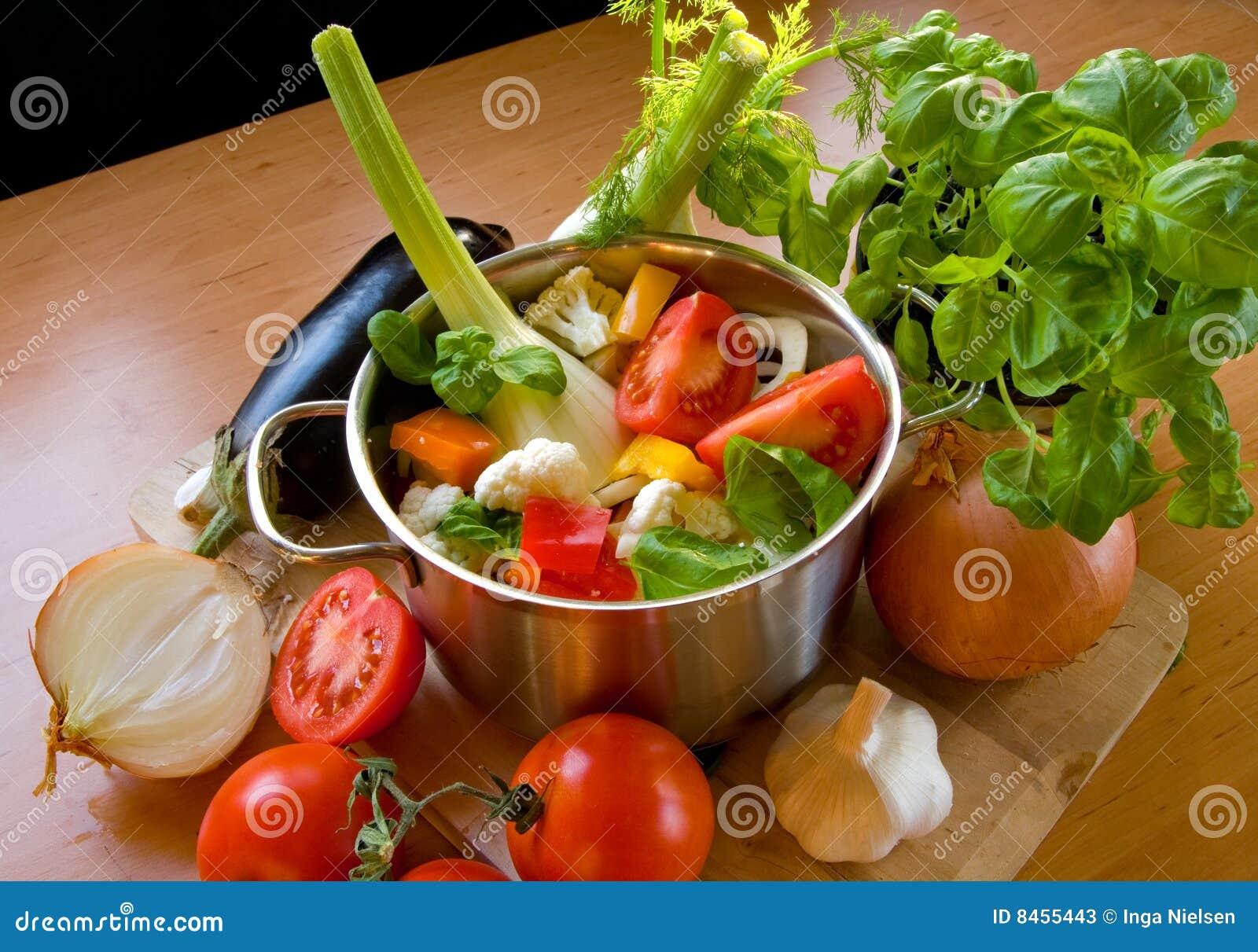 Groenten in het koken van pot stock foto 39 s afbeelding 8455443 - Koken afbeelding ...