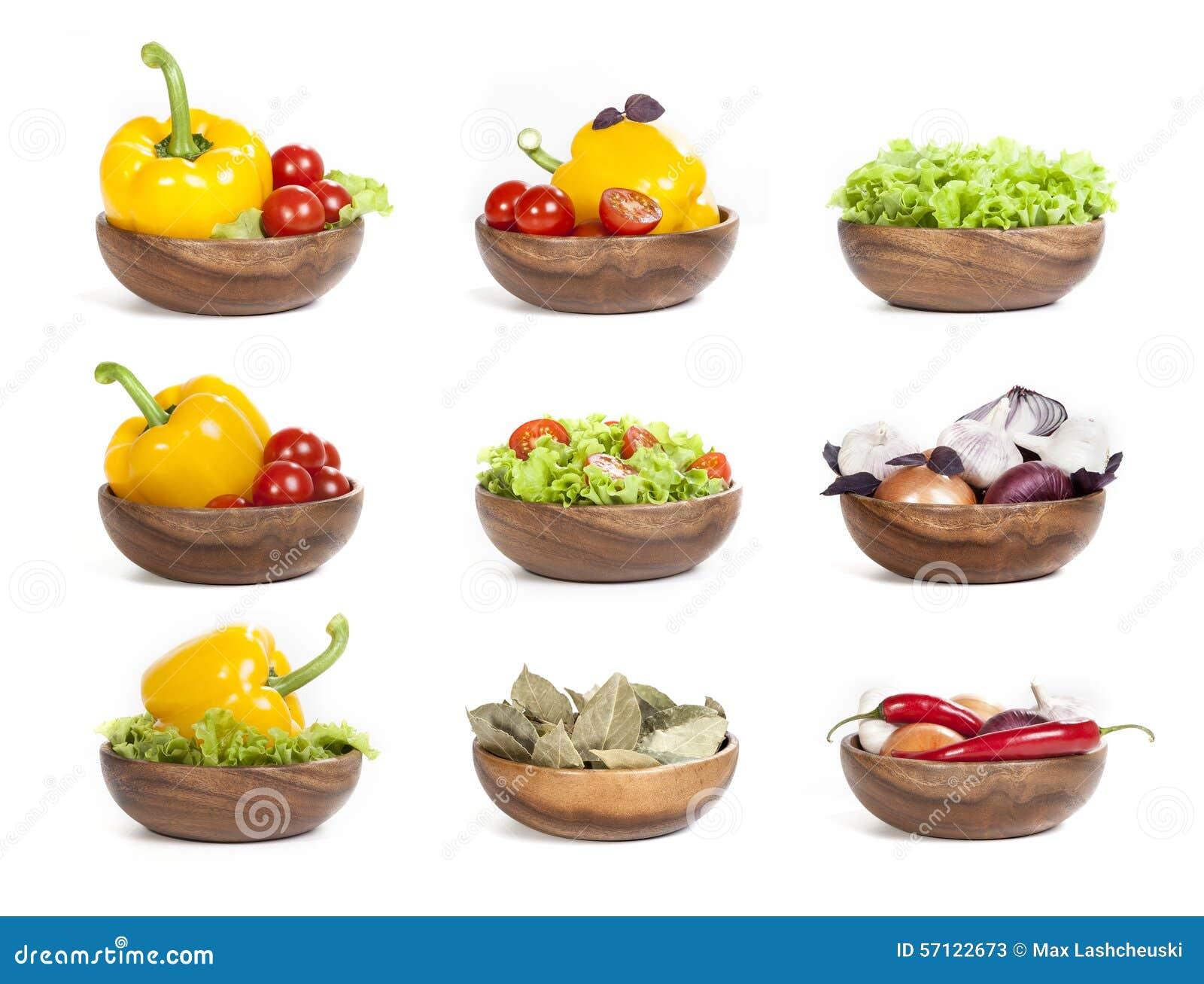 Groenten op witte achtergrond worden geplaatst die