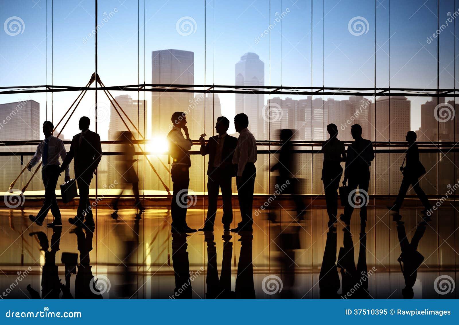 Groep Bedrijfsmensen in de Bureaubouw