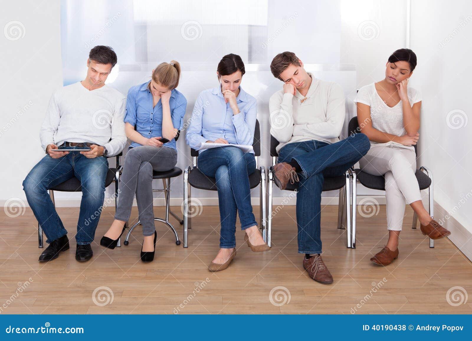 groep die mensen op stoel slapen stock foto afbeelding 40190438. Black Bedroom Furniture Sets. Home Design Ideas