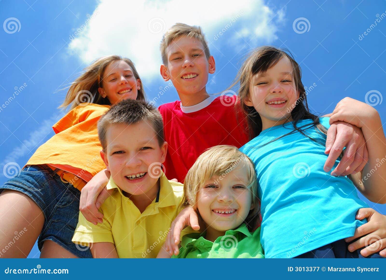 Groep gelukkige kinderen
