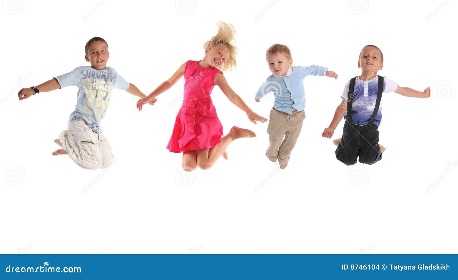 Groep gelukkige springende kinderen stock foto for Konzentrationsschw che kind