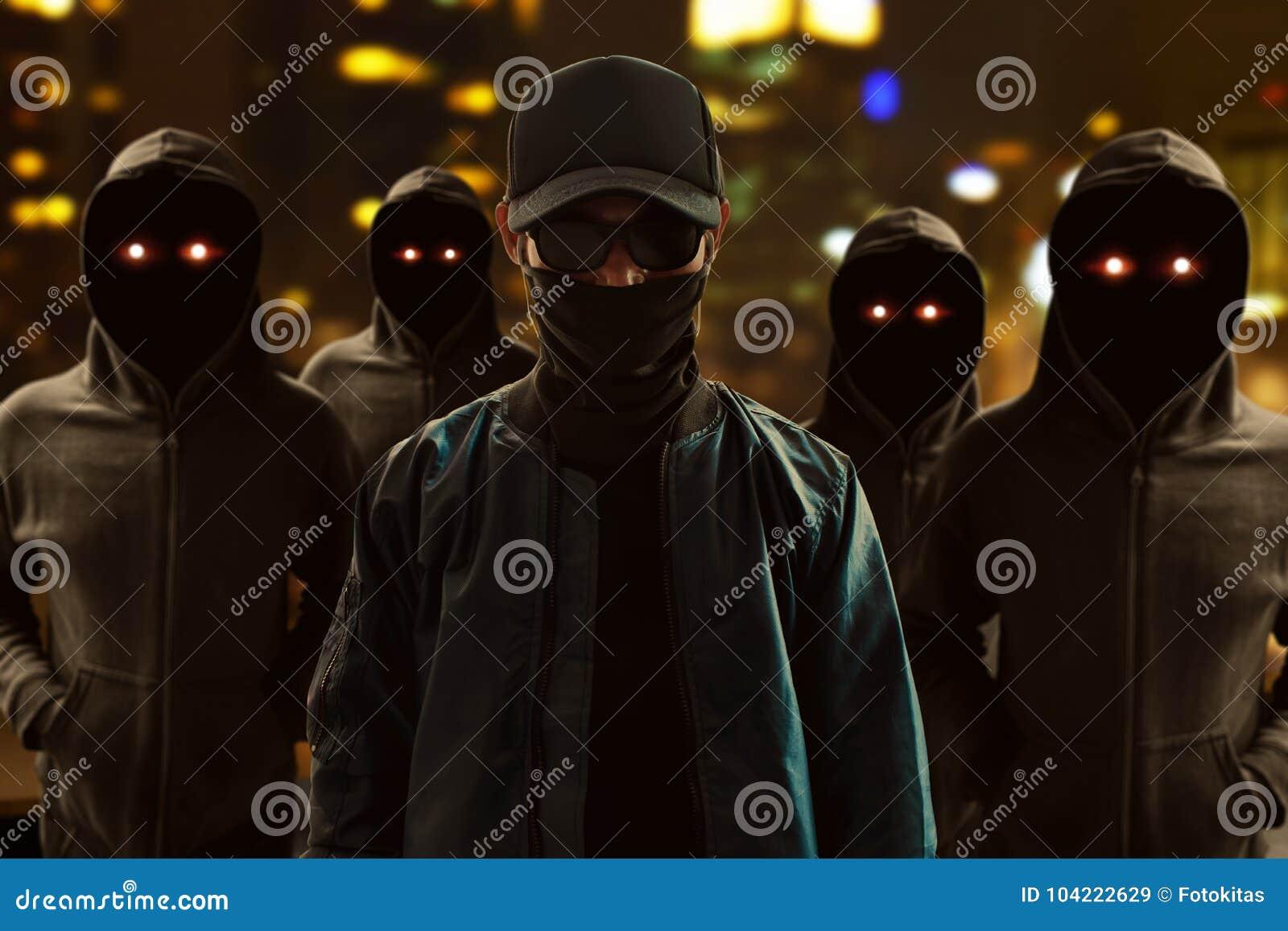 Groep hakkers op de straat