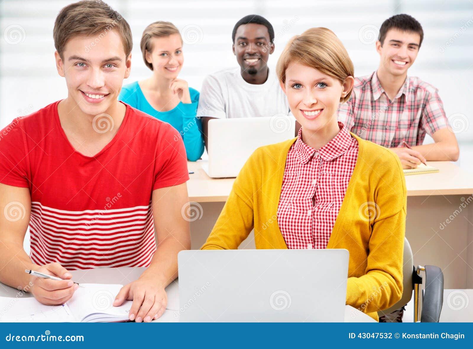 Groep jonge studenten