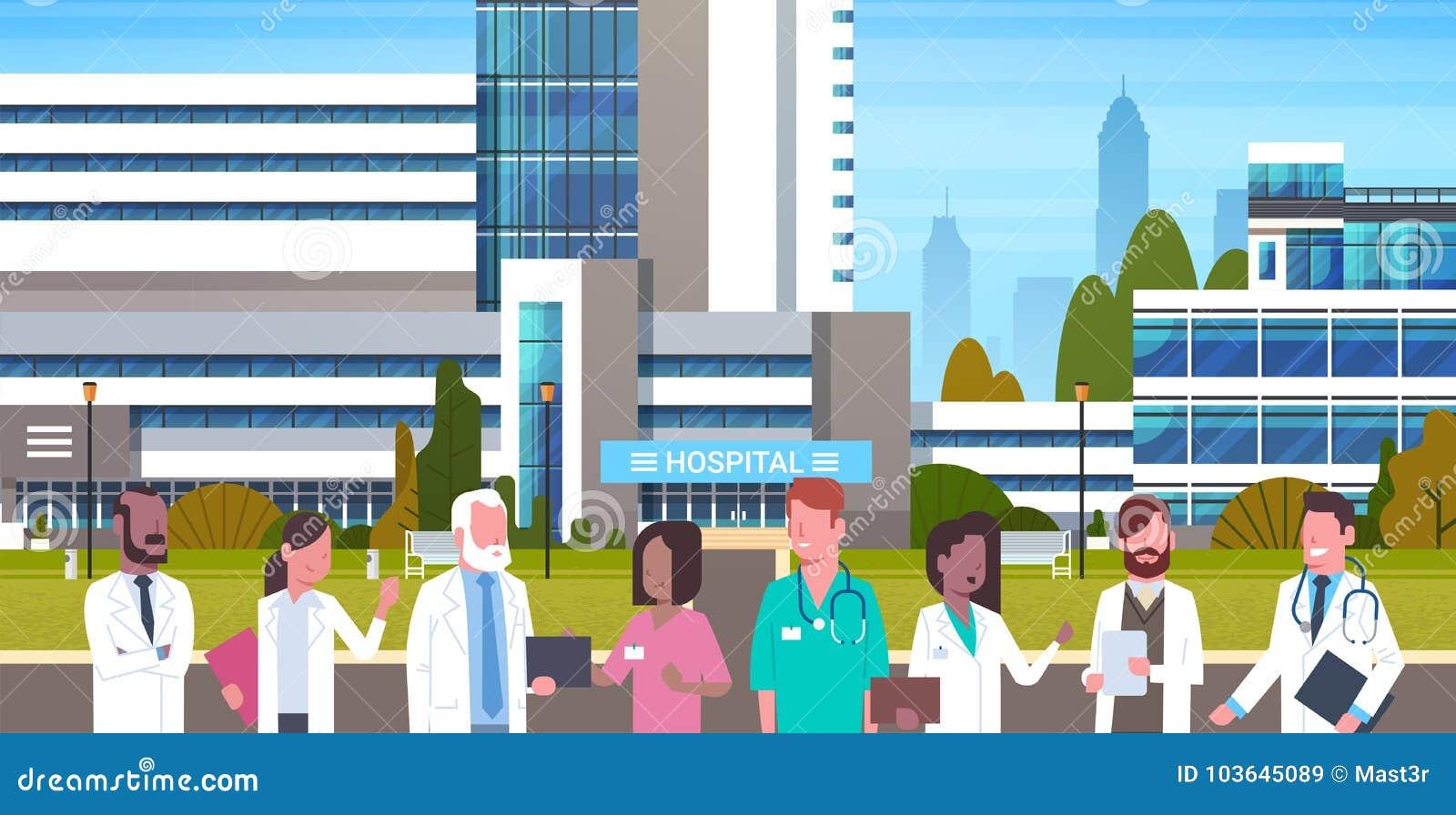 Groep Medische Artsen die zich in Front Of Hospital Building Exterior bevinden