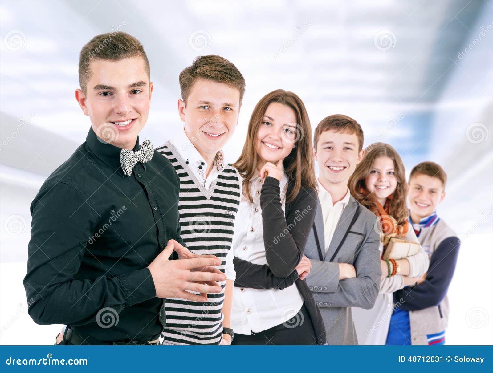 Groep positieve jongeren