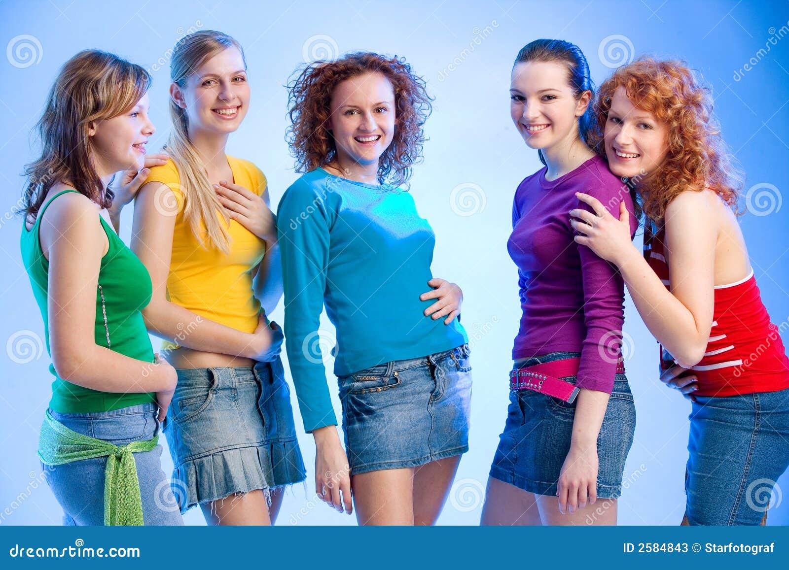 Groep van vijf meisjes