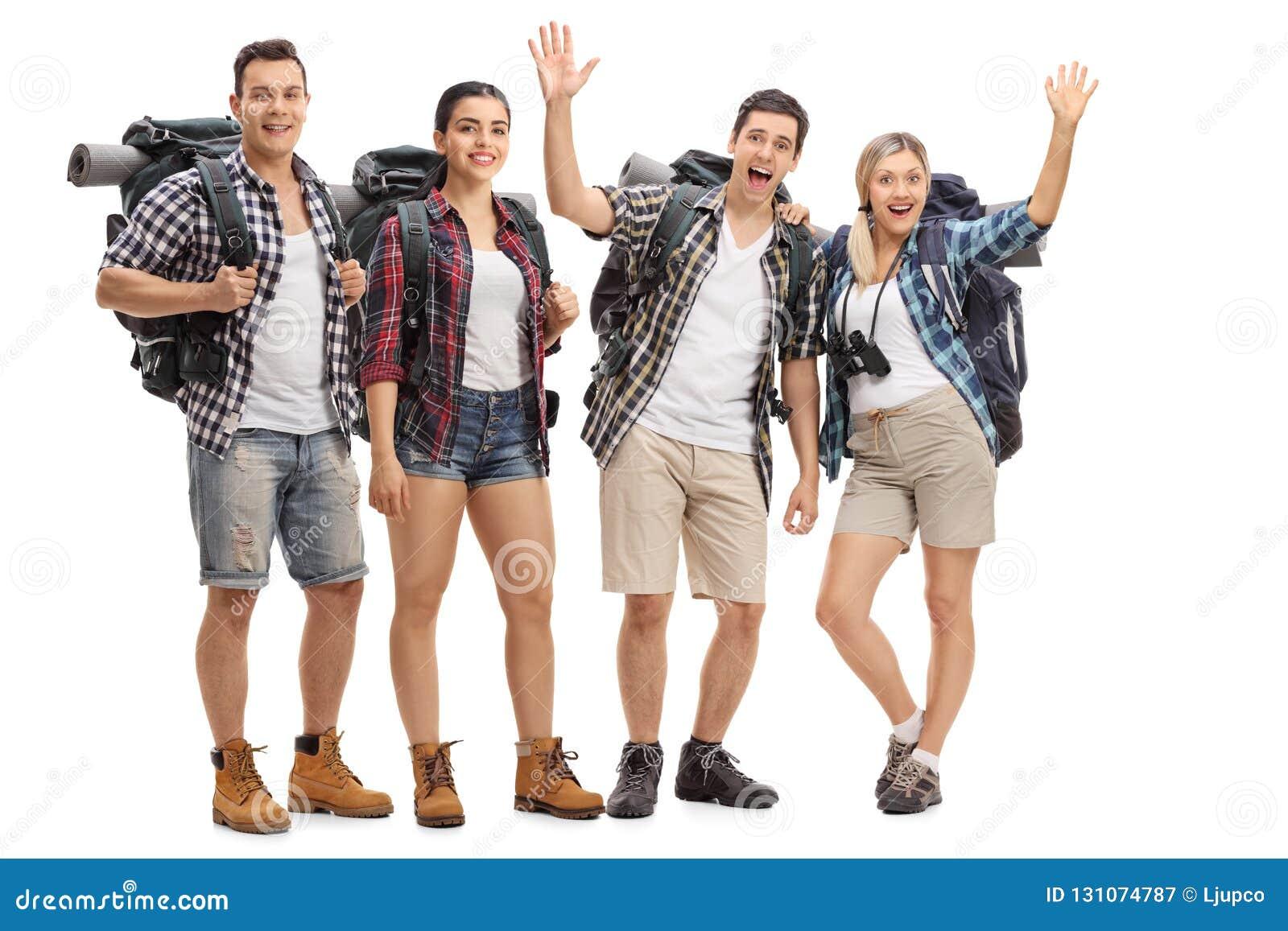Groep vrolijke wandelaars met rugzakken