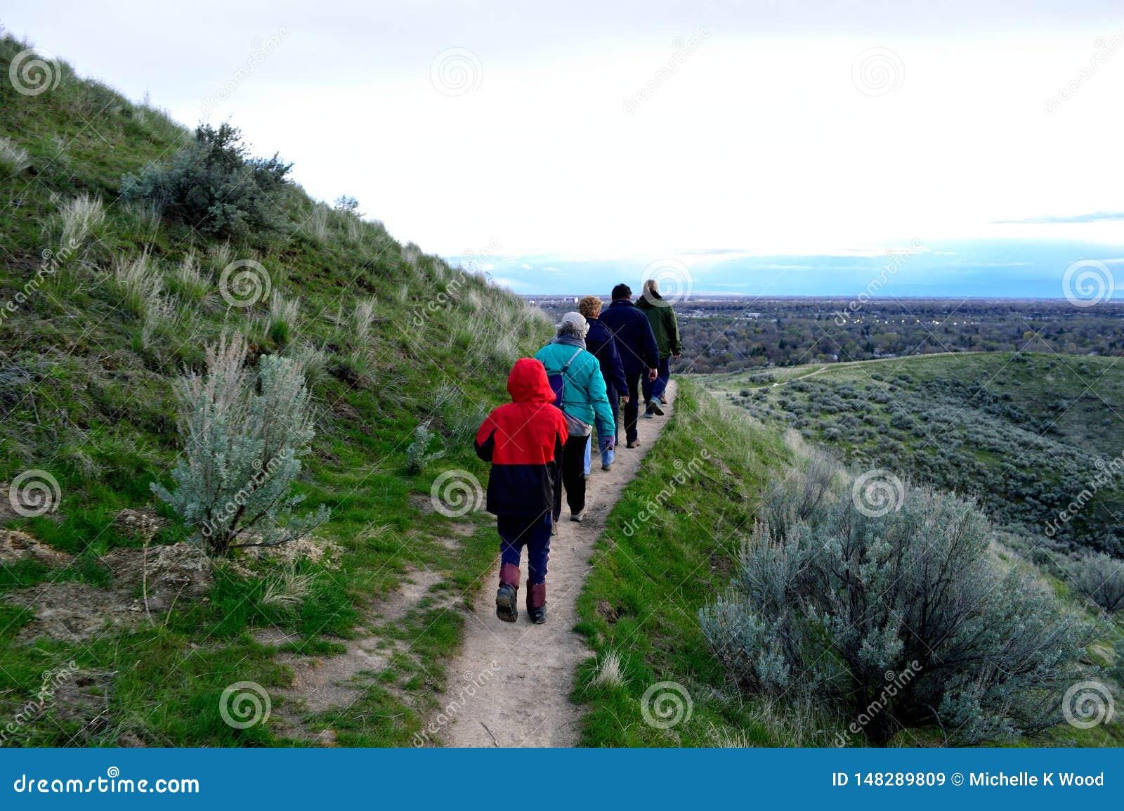 Groep wandelaars in het Boise Foothills-noorden van de stad