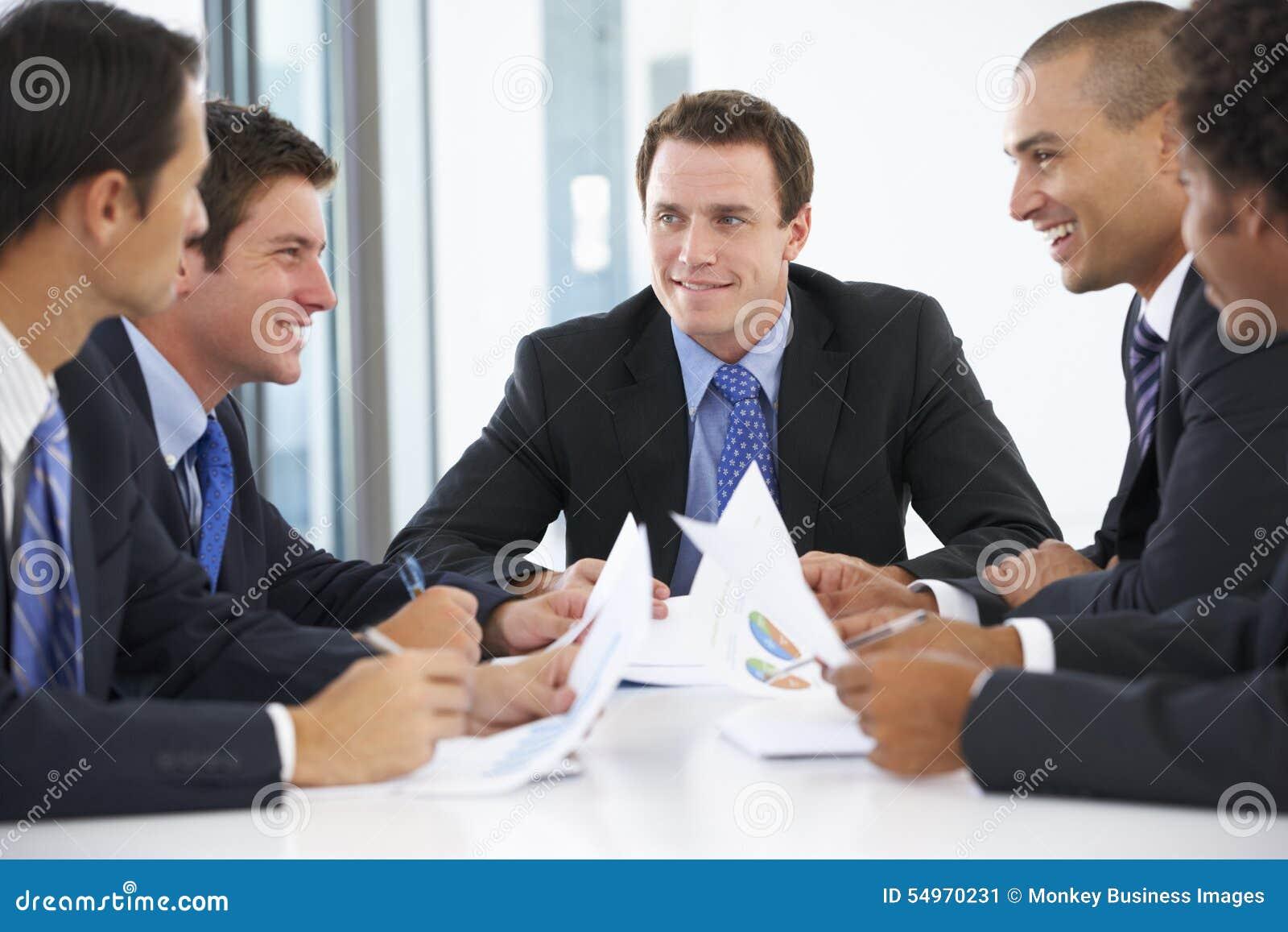Groep Zakenlieden die Vergadering in Bureau hebben