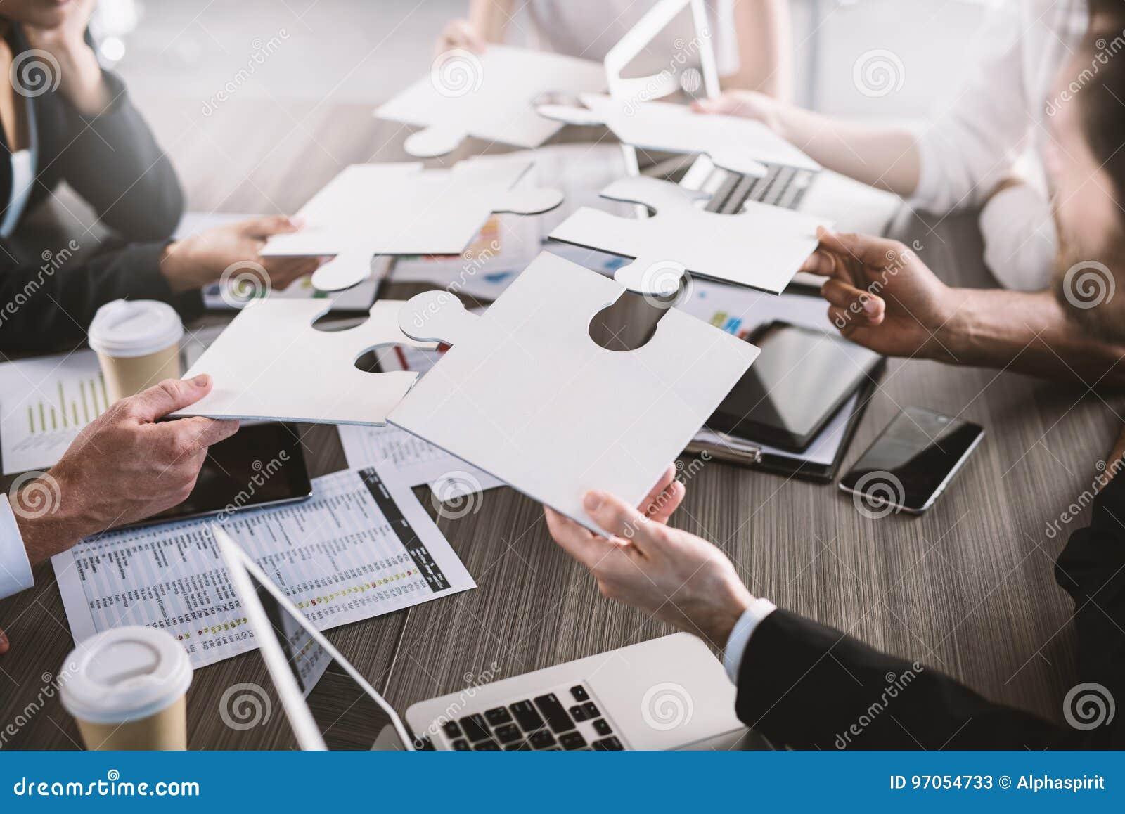Groepswerk van partners Concept integratie en opstarten met raadselstukken