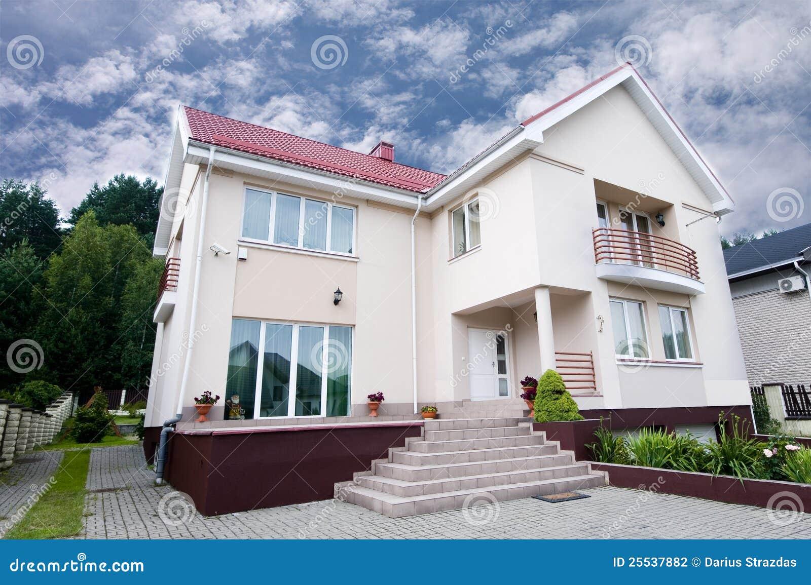 gro es wei es haus stockfotografie bild 25537882. Black Bedroom Furniture Sets. Home Design Ideas