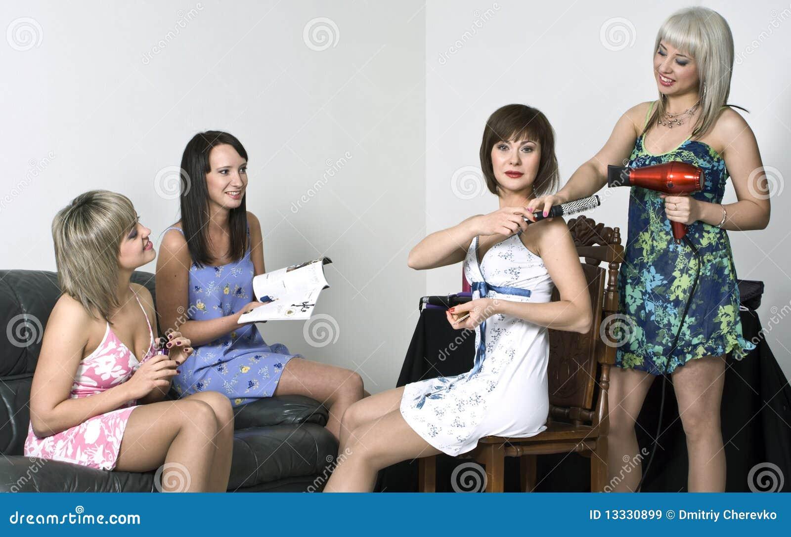 Gromadzenia się dziewczyn przyjęcie