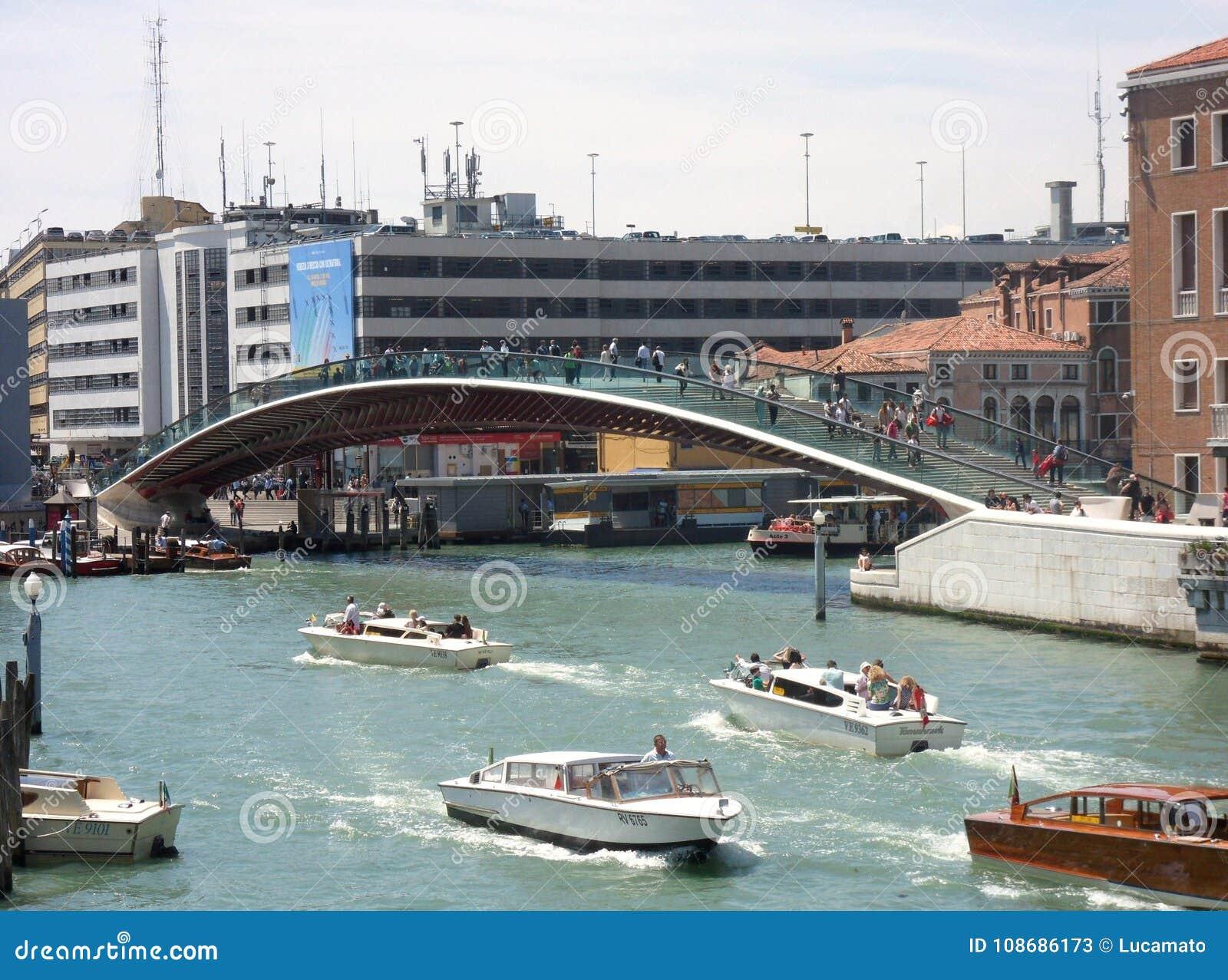 Grondwetsbrug op Grand Canal