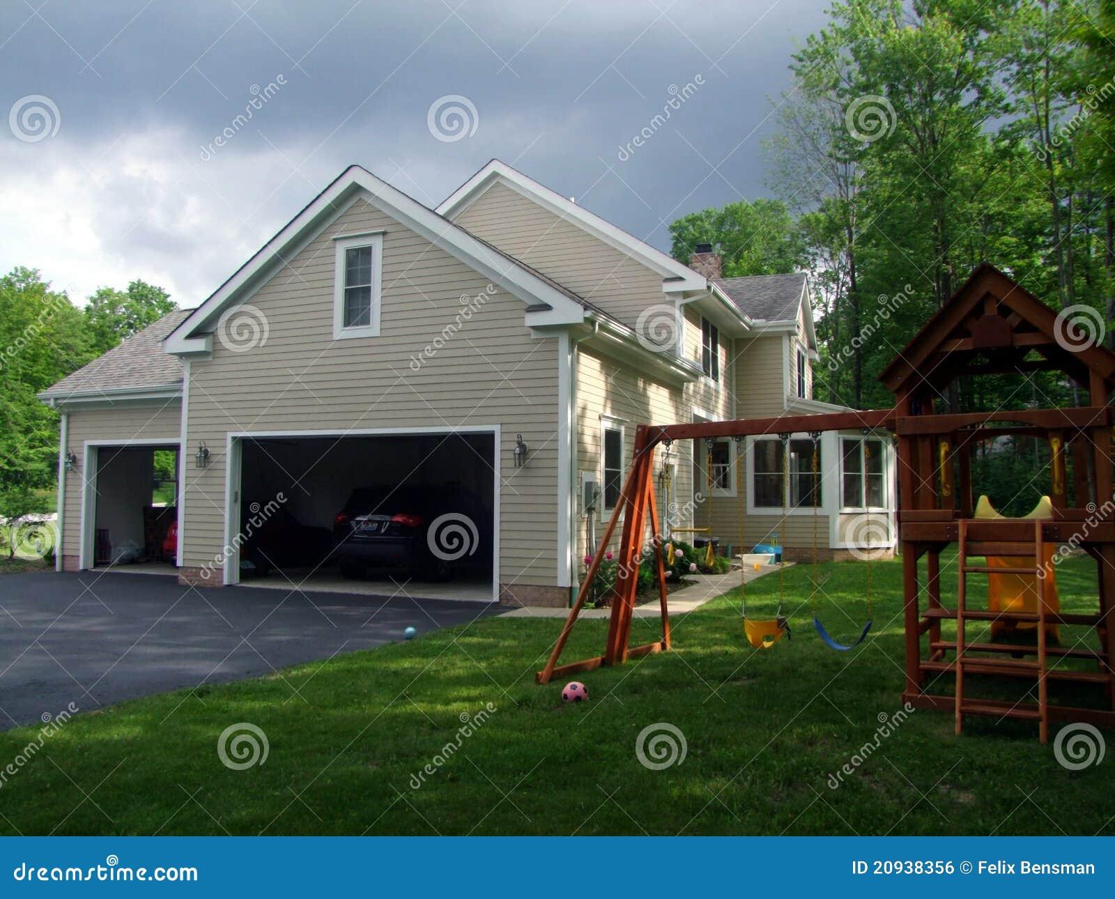 Groot amerikaans huis stock foto afbeelding bestaande uit vensters 20938356 - Foto huis in l ...