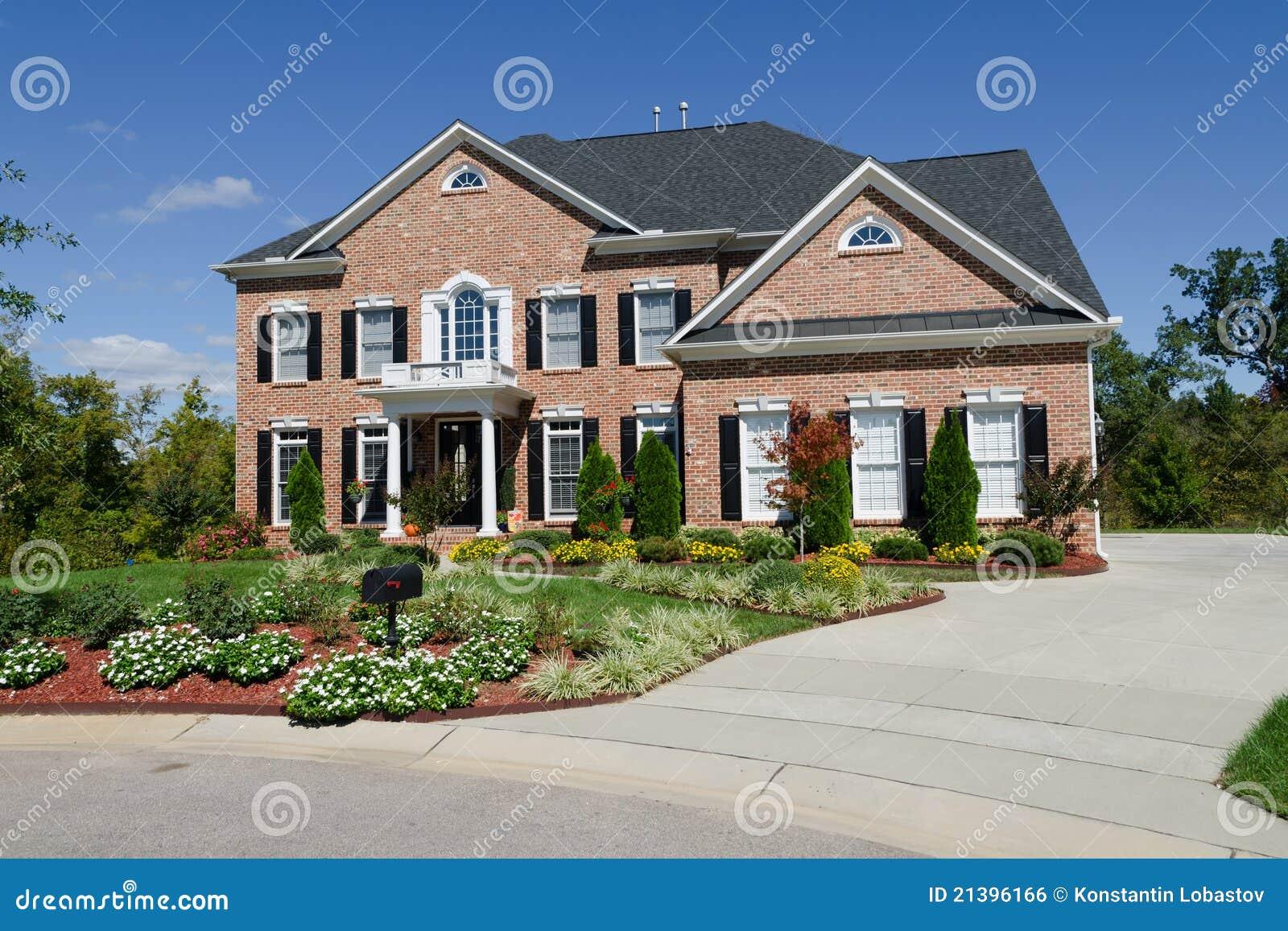 Groot amerikaans huis stock foto afbeelding bestaande uit architectuur 21396166 - Huis buitenkant ...