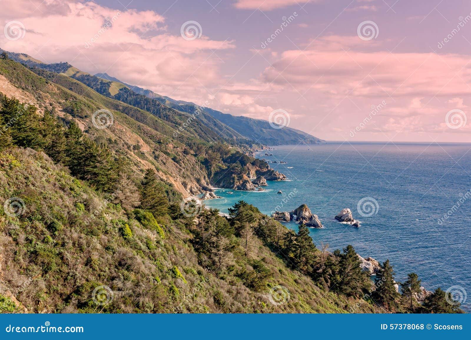 Groot de Kustlandschap van Sur Californië