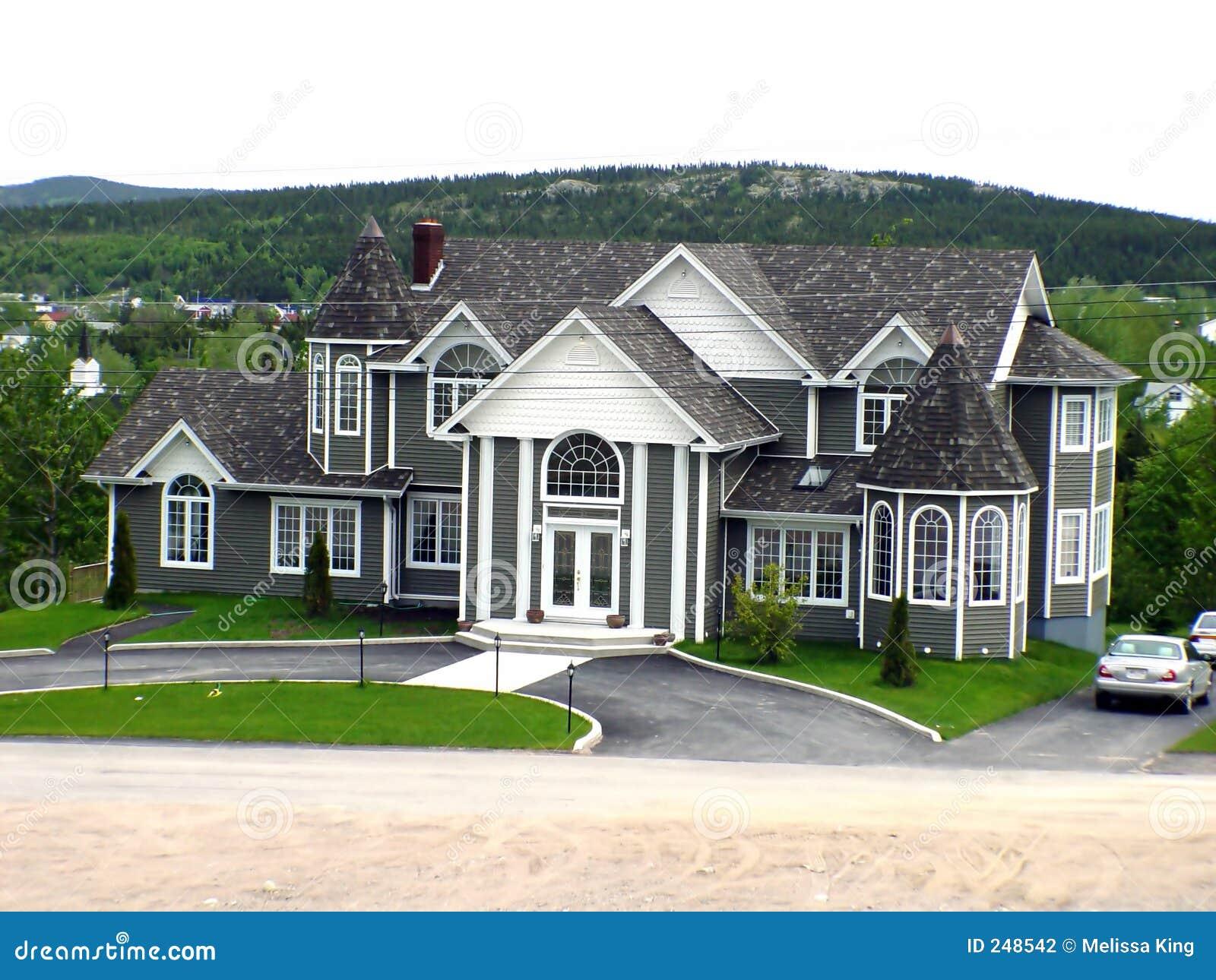 Groot huis stock foto afbeelding bestaande uit buitenkant 248542 - Huis buitenkant ...