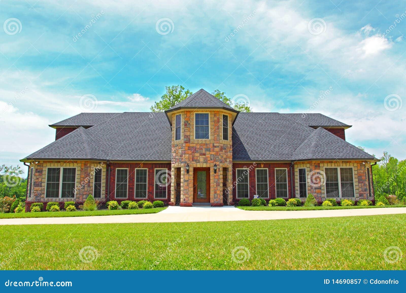 Groot huis in de voorsteden stock afbeelding afbeelding 14690857 - Foto huis in l ...